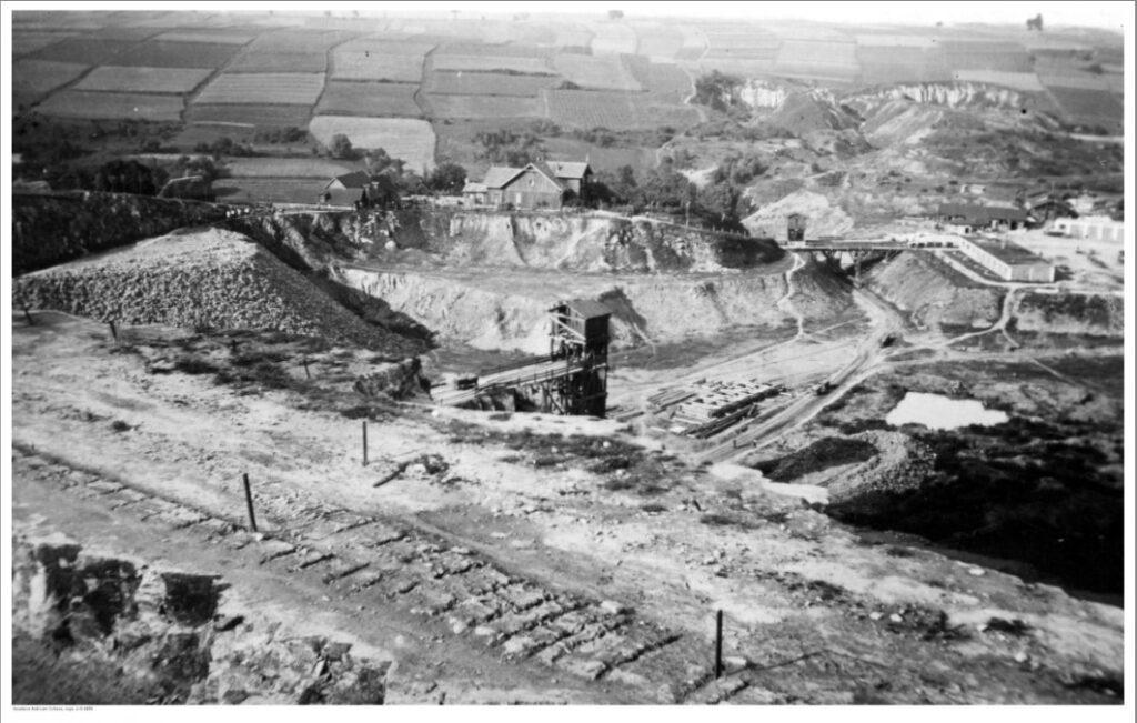 Widok ogólny nakamieniołom wMiękini odstrony zachodniej, lata 30 XX wieku.